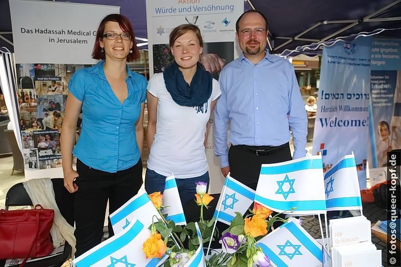 Team der Initiative 27. Januar beim Israeltag am 08.05.2013 auf dem Wittenbergplatz in Berlin