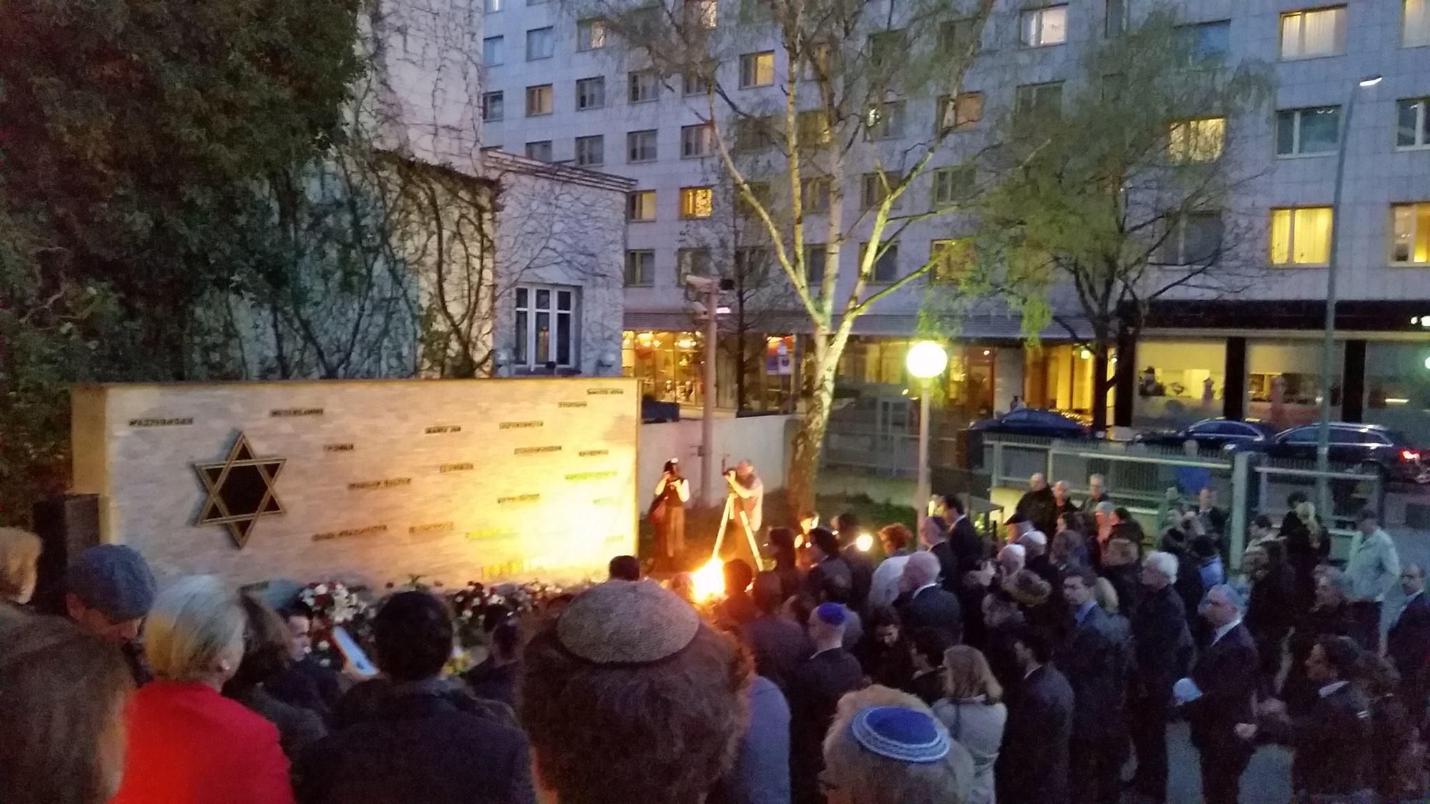 Gedenkzeremonie nach der Veranstaltung der Jüdischen Gemeinde zu Berlin zum Yom HaShoah am 16.04.2015 im Jüdischen Gemeindehaus in Berlin