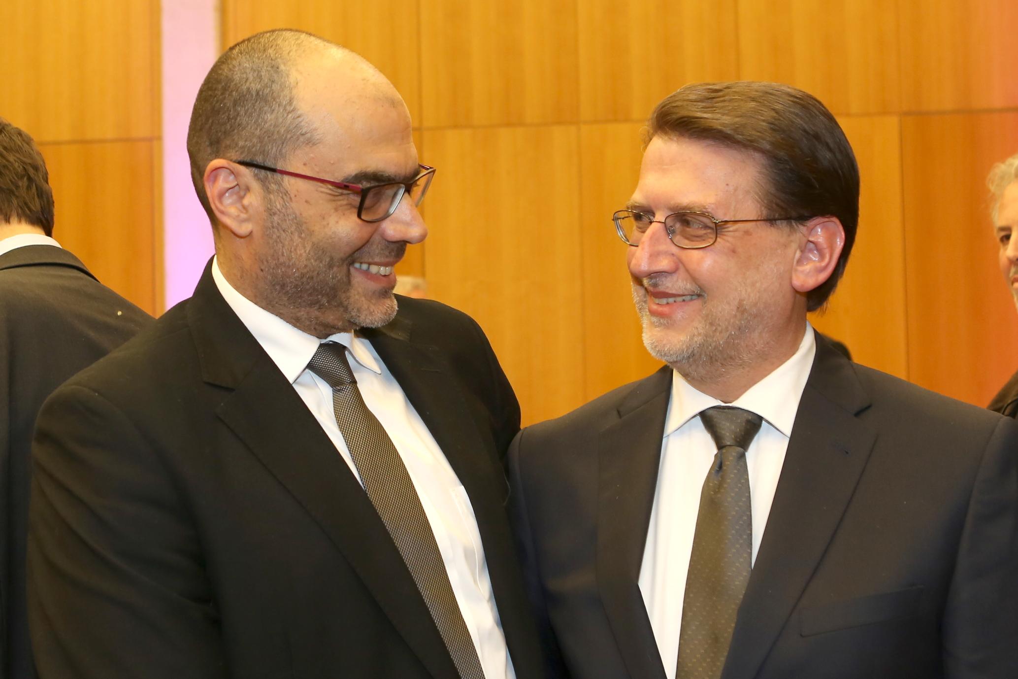 Der israelische Generalkonsul Dr. Dan Shaham (links) und Harald Eckert bei der Gedenkveranstaltung am 29.01.2015 im Hubert-Burda-Saal der Israelitischen Kultusgemeinde in München, Foto: Sylvie Köker