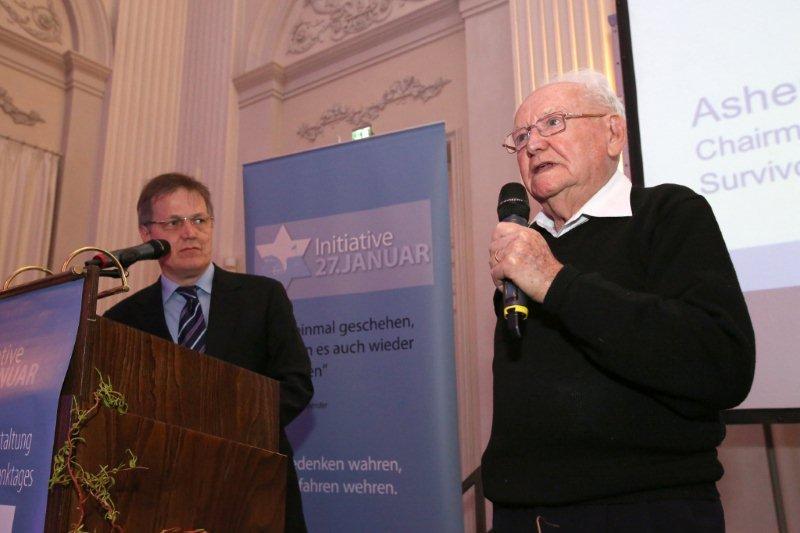 Dr. Peter Lamm, 1. stellvertretender Vorsitzender der Initiative 27. Januar, und Asher Aud, Holocaustüberlebender und Verbandsleiter in Israel, bei der Gedenkveranstaltung am 26.01.2014 im Max-Joseph-Saal in der Residenz in München, Foto: Sylvie Köker