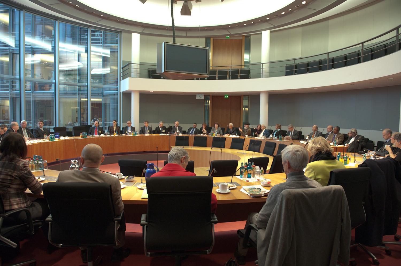 Treffen mit Bundestagsabgeordneten der Deutsch-Israelischen Parlamentariergruppe im Paul-Löbe-Haus des Deutschen Bundestags vor der Gedenkveranstaltung am 20.01.2012